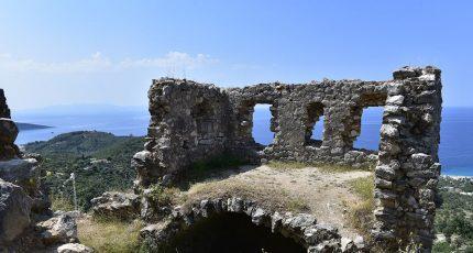 stone ruins old town himara